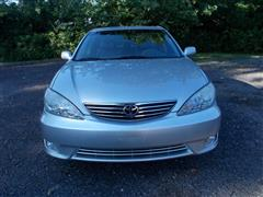 2005 TOYOTA CAMRY XLE *** FULLY LOADED ***
