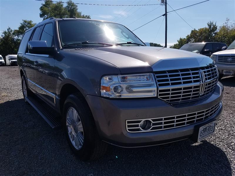 2011 LINCOLN NAVIGATOR 4WD with Navi/DVD