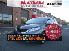 2014 TOYOTA SIENNA XLE with Navigation