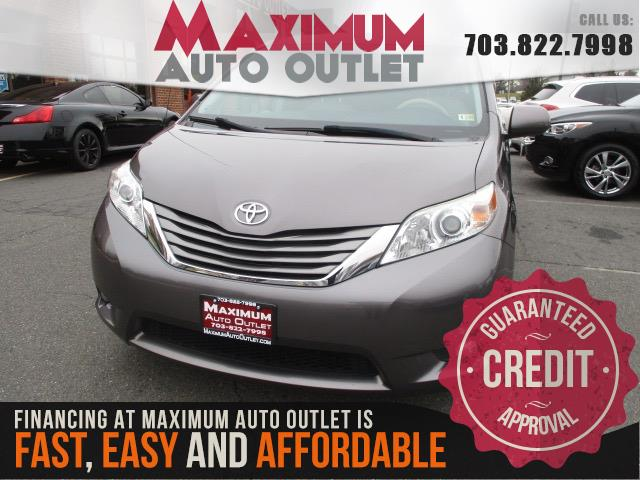 2012 TOYOTA SIENNA XLE 8 Pass with Widescreen DVD