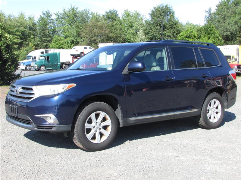 2013 TOYOTA HIGHLANDER SE 4WD WITH TECH AUDIO AND SUNROOF